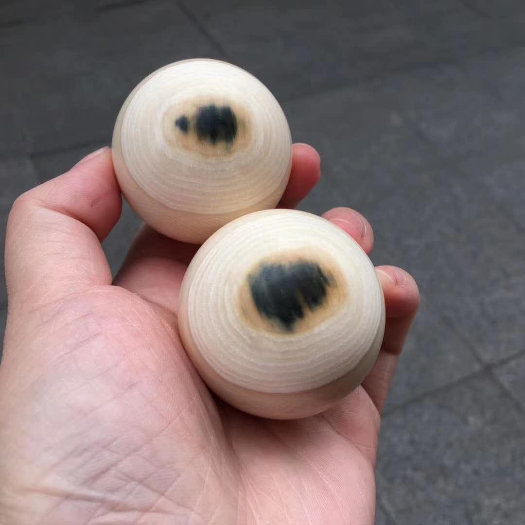 蓝眼睛健身手球。纯天然蓝眼睛手工打磨留蓝,圆润无平头,无杂裂收藏孤品