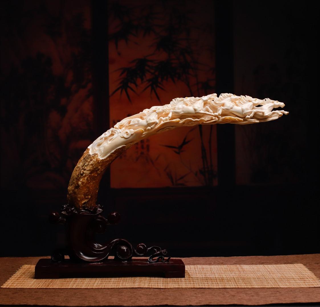 《八骏马》摆件猛犸上等冰料,一体镂空设计雕刻